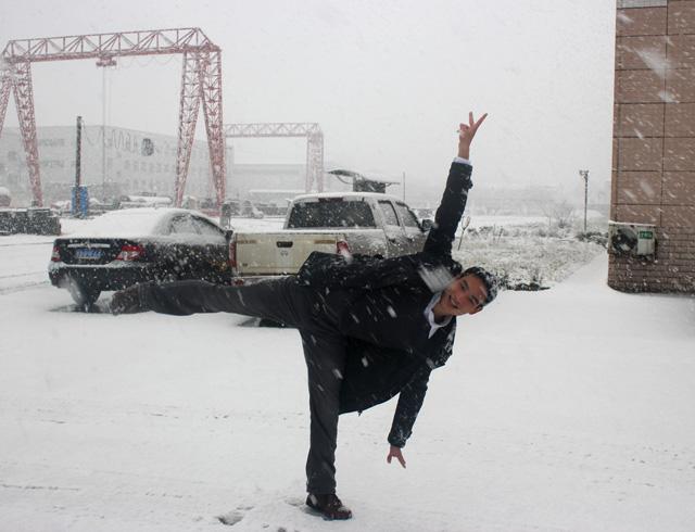 阿权与雪相伴