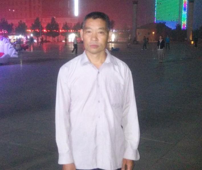 爸爸在卢氏广场上
